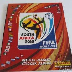 Coleccionismo deportivo: ÁLBUM SOUTH AFRICA 2010. MUNDIAL FÚTBOL SUDÁFRICA 2010. FIFA. PANINI. CONTIENE 22 CROMOS.. Lote 221861062