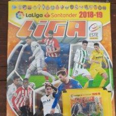 Coleccionismo deportivo: ALBUM FUTBOL LIGA ESTE 2018/2019 - PANINI - CONTIENE 4 SOBRES DE CROMOS (PRECINTADO). Lote 222220493