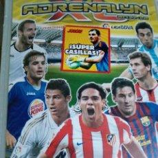 Coleccionismo deportivo: FICHERO ADRENALYN 2011-12 DESCRIPCION DEL CONTENIDO EN EL INTERIOR (EL DE LA FOTO). Lote 226113532