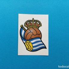 Coleccionismo deportivo: ESCUDO REAL SOCIEDAD DE FUTBOL EDICIONES ESTE 1987 1988 LIGA 87 88 SIN PEGAR NUNCA PEGADO. Lote 253071005