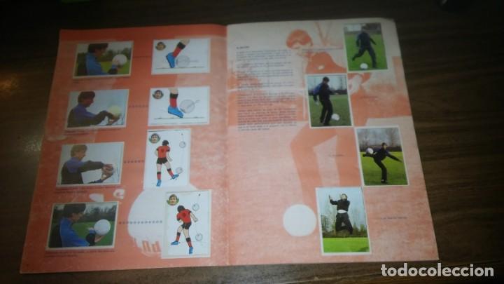 Coleccionismo deportivo: APRENDE A JUGAR A FUTBOL CON JOHAN CRUYFF ( GEPRODESA, 1984) - INOMPLETO A FALTA SOLO DE 2 CROMOS - Foto 5 - 255597635