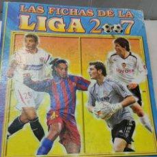 Coleccionismo deportivo: ALBUM CASI COMPLETO LAS FICHAS DE LA LIGA MUNDI CROMO 2007 CON MESSI, AGÜERO,Y OTRAS JOYAS. Lote 264963254