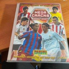 Coleccionismo deportivo: ALBUM MEGA CRACKS 2006 2007 PANINI CON 199 TRADING CARD. NO ESTA MESSI (AB-3). Lote 269188468