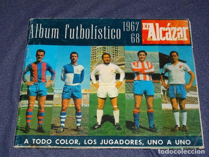 ALBUM FUTBOLITICO 1967 / 1968 EL ALCAZAR, MADRID - FALTAN 14 CROMOS, SEÑALES DE USO NORMALES (Coleccionismo Deportivo - Álbumes y Cromos de Deportes - Álbumes de Fútbol Incompletos)