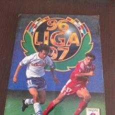Coleccionismo deportivo: ALBUN ALBUM EDICIONES ESTE 1996 1997 96 97 CON MUCHAS VERSIONES,COLOCAS,BAJAS,RONALDO,BAHIA,SAGRA. Lote 278617978