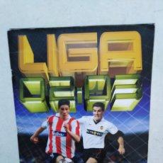 Coleccionismo deportivo: ÁLBUM DE CROMOS ( FÚTBOL ) LIGA 2002-2003, COLECCIONES ESTE ( CASI COMPLETO ). Lote 295537353