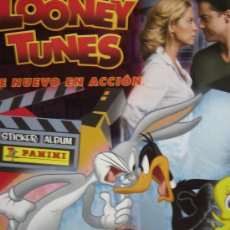 Coleccionismo Álbumes: ALBUM LOONEY TUNES DE NUEVO EN ACCIÓN + 5 SOBRES DE CROMOS VACÍOS. Lote 23623595