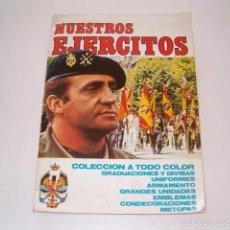 Coleccionismo Álbumes: ÁLBUM DE CROMOS NUESTROS EJÉRCITOS. RM75099. . Lote 57397053