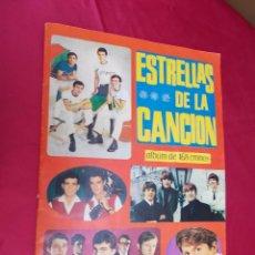 Coleccionismo Álbumes: ALBUM DE CROMOS INCOMPLETO. ESTRELLAS DE LA CANCION. EDICIONES U.D.E. CON 70 CROMOS.. Lote 70283297