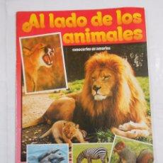 Coleccionismo Álbumes: ÁLBUM DE CROMOS AL LADO DE LOS ANIMALES DE TELEINDISCRETA. INCOMPLETO. 32 DE 256 CROMOS. TDKC23. Lote 83135272