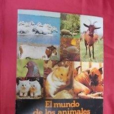 Coleccionismo Álbumes: ALBUM DE CROMOS INCOMPLETO. EL MUNDO DE LOS ANIMALES EN 3 DIMENSIONES. PANRICO. CONTIENE 18 CROMOS. Lote 121927479
