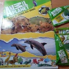 Coleccionismo Álbumes: ANIMAL PLANET ALBUM DE CROMOS GIROMAX 2014, CON DOS SOBRES DE MINI CLAY BUDDIES DEL PAVO REAL. Lote 122722623