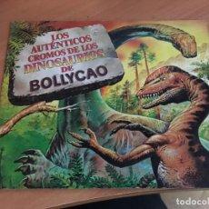 Collezionismo Album: LOS AUTENTICOS CROMOS DE LOS DINOSAURIOS BOLLYCAO. ALBUM CON 34 CROMOS DE 60 (COIM18). Lote 147390310