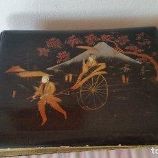 Coleccionismo Álbumes: EMPRECIONATE ALBUM DE FOTOS MUY ANTIGUI ANOS 30,40 JAPONES HECHO LAS PARTES DE FORA EM MADERA LACADA. Lote 173984845