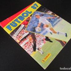 Coleccionismo Álbumes: FUTBOL 87 1ª DIVISIÓN Y ESTRELLAS DEL MUNDIAL / ÁLBUM COMPLETO ( A FALTA DE 2 CROMOS ) . PANINI.. Lote 180344786