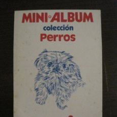 Coleccionismo Álbumes: PHOSKITOS-MINI ALBUM-COLECCION PERROS-ALBUM DE CROMOS VACIO-VER FOTOS-(17.993). Lote 182216910
