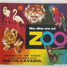 Coleccionismo Álbumes: UN DIA EN EL ZOO. Lote 182878722