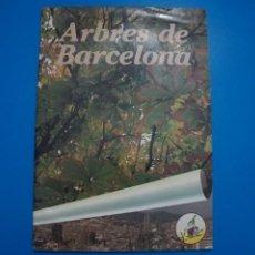 Coleccionismo Álbumes: ALBUM INCOMPLETO DE ARBRES DE BARCELONA EN CATALAN AÑO 1983 DE KAPEL S.A.. Lote 202614500