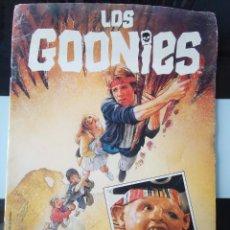 Coleccionismo Álbumes: ÁLBUM DE CROMOS LOS GOONIES PACOSA DOS 1985 MBE. Lote 204228517