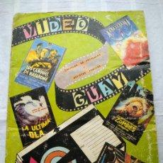 Coleccionismo Álbumes: VIDEO GUAY, CARTELES DE PELÍCULAS Y ARTISTAS FAMOSOS. LIBRO DE CROMOS, 1985. CONTIENE 81 CROMOS.. Lote 234302530