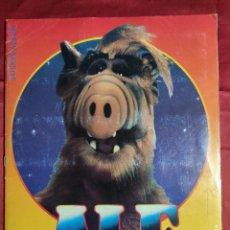 Coleccionismo Álbumes: ALBUM DE CROMOS INCOMPLETO. ALF CON POSTER. PANINI 1989. FALTAN 66 CROMOS. Lote 235586270