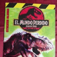 Coleccionismo Álbumes: ALBUM DE CROMOS. EL MUNDO PERDIDO JURASSIC PARK MERLIN COLLECTI. INCOMPLETO. FALTAN 66 CROMOS. Lote 236160630