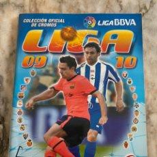 Coleccionismo Álbumes: ÁLBUM LIGA FÚTBOL 2009/2010 A ESTRENAR + 6 CROMOS: MESSI,PEREA,LLÓRENTE,BARAJA, GUTI Y CAZORLA. Lote 241936685