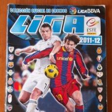 Coleccionismo Álbumes: ÁLBUM LIGA 2011/22 PANINI ( ESTE). VER FOTOS. MUCHOS CROMOS. Lote 263555200