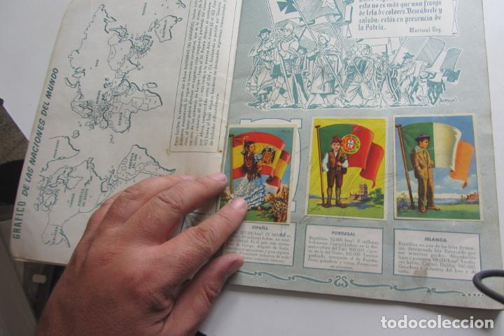 Coleccionismo Álbumes: ÁLBUM DE CROMOS - BANDERAS DEL UNIVERSO - EDITORIAL BRUGUERA FALTAN 41 DE 128 AÑO 1956. arx99 - Foto 2 - 263189430