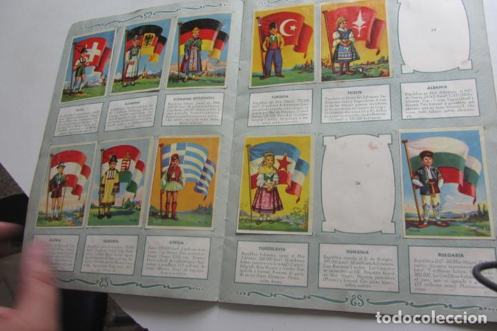 Coleccionismo Álbumes: ÁLBUM DE CROMOS - BANDERAS DEL UNIVERSO - EDITORIAL BRUGUERA FALTAN 41 DE 128 AÑO 1956. arx99 - Foto 4 - 263189430
