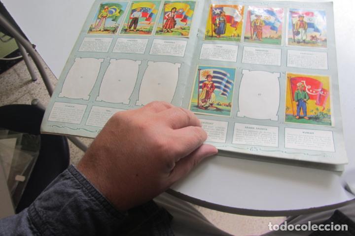 Coleccionismo Álbumes: ÁLBUM DE CROMOS - BANDERAS DEL UNIVERSO - EDITORIAL BRUGUERA FALTAN 41 DE 128 AÑO 1956. arx99 - Foto 5 - 263189430