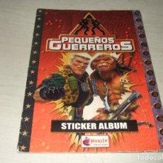Coleccionismo Álbumes: ALBUM DE CROMOS PEQUEÑOS GUERREROS - INCOMPLETO. Lote 287478768
