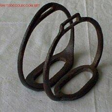 Antigüedades: PAREJA DE ESTRIBOS .. DE CABALLOS. Lote 229193465