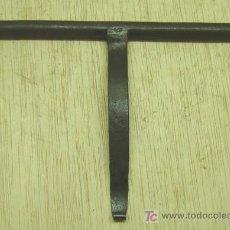 Antigüedades: CERROJO ANTIGUO HIERRO FORJADO. Lote 13798591