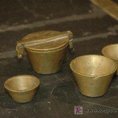 Antigüedades: CUBILETES DE BRONCE PARA PESAR POLVO DE ORO. Lote 27294886