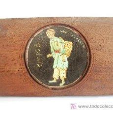 Antigüedades: PLACA DE LINTERNA MÁGICA PINTADA A MANO. REPRESENTANDO A UN CHINO.. Lote 25816447