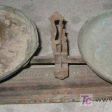 Antigüedades: BÁSCULA DE 2 PLATOS, DE 2 KG. Lote 21989885