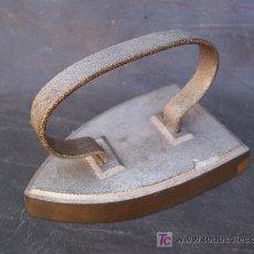 Antiquités: PEQUEÑA PLANCHA DE HIERRO, SIN USAR (9,2CM DE LARGO). Lote 22215674