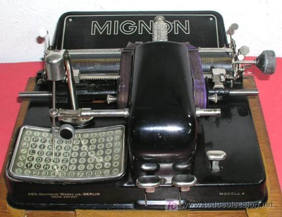 Antigüedades: MAQUINA DE ESCRIBIR MIGNON Nº 4 CON ESTUCHE DE MADERA - Foto 2 - 12388855