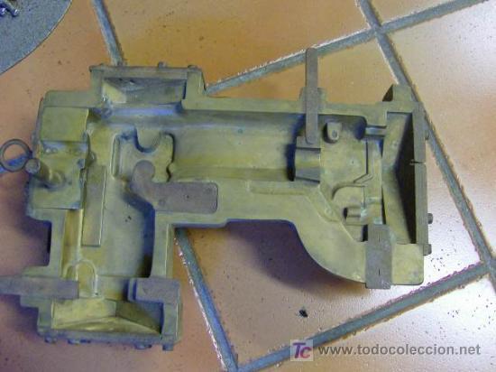 ANTIGUO VACIADO EN BRONCE DE MAQUINA DE COSER REFREY VIGO APROX 1930 - (Antigüedades - Técnicas - Máquinas de Coser Antiguas - Refrey)
