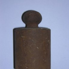 Antigüedades: ANTIGUA PESA DE HIERRO DE 2 KILOS. Lote 27571379