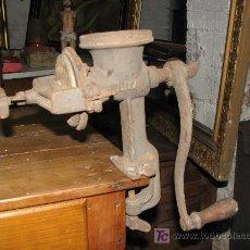 Antigüedades: MAQUINA PICADORA DE CEREALES MARCA ELMA. Lote 27038592