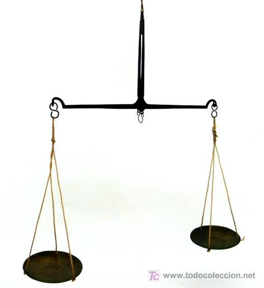 BALANZA QUILATERA DE HIERRO Y PLATILLOS DE LATÓN - S. XIX (Antigüedades - Técnicas - Medidas de Peso - Balanzas Antiguas)