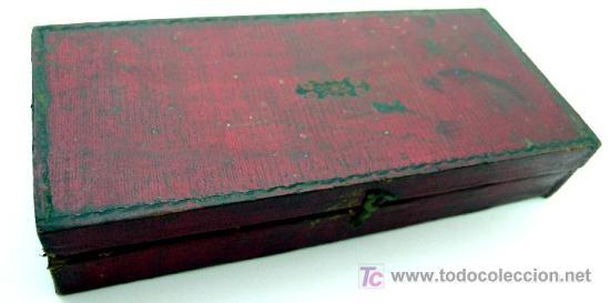 Antigüedades: BALANZA QUILATERA PORTÁTIL - DE LATÓN CON CAJA INTERIOR DE PIEL DE GAMUZA - S. XIX - Foto 3 - 26515754