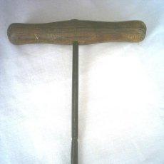 Antigüedades: ANTIGUO BERBIQUIN CARPINTERO. Lote 25987160