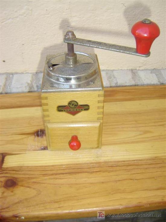 PEQUEÑO MOLINILLO DE MADERA KYM (Antigüedades - Técnicas - Molinillos de Café Antiguos)