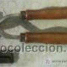 Antigüedades: MAQUINA DE CORTAR PELO , PARA MULOS, CON FUNDA EN EL CORTE. Lote 263136860