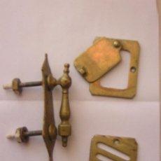 Antigüedades: PEQUEÑA ALDABA Y MIRILLA DE PUERTA TODO COMPLETO. Lote 26874093