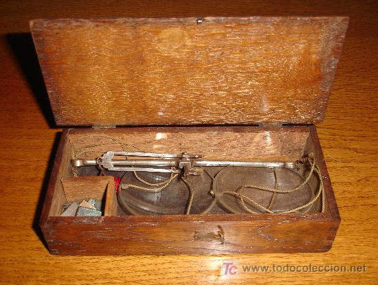 ANTIGUO JUEGO DE PESAS CON ESTUCHE DE MADERA Y BALANZA S.XIX (Antigüedades - Técnicas - Medidas de Peso - Balanzas Antiguas)