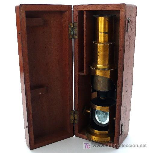 Antigüedades: MICROSCOPIO DE CAMPO DE LATÓN CON SU CAJA ORIGINAL S. XIX - Foto 3 - 39628433